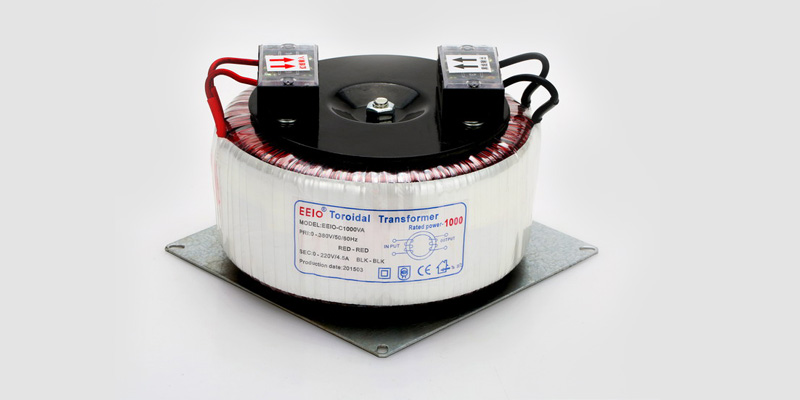控制变压器接有TB端子的话,只需要利用端子上的螺丝就能将变压器的导线轻松地固定住或者松开。变压器引线裸露的铜丝直接通过螺丝固定,导电性能好。   当变压器工作状况出现异常时,也只需要将螺丝松开就能将变压器拆卸下来检查。变压器引线的连接和断开及其方便。